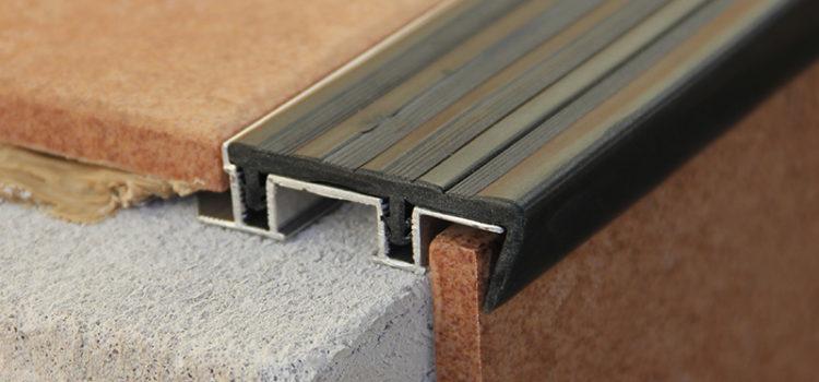 Алюминиевый закладной профиль SafeStep c двумя закладными элементами