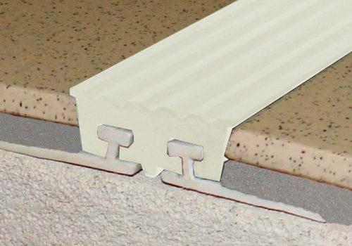 Закладная полоса с двумя закладными элементами «Не Скользко»